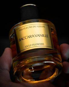 parfum à la vanille baccara vanille dans une main