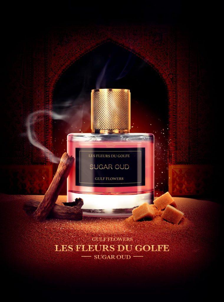 Le parfum au Oud Sugar Oud devant une porte orientale, de l'ambre et de la fumée