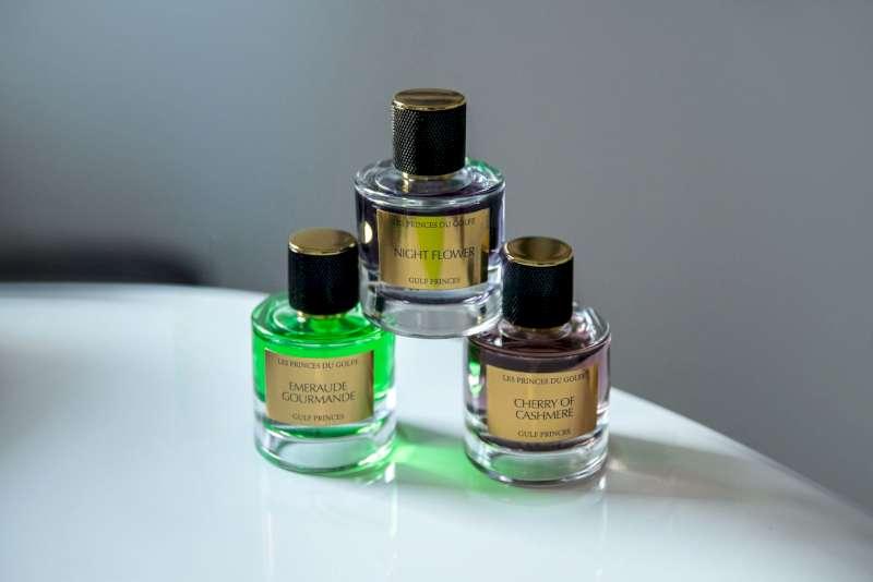 Une photo illustrative de trois parfums de la marque les fleurs du glfe.